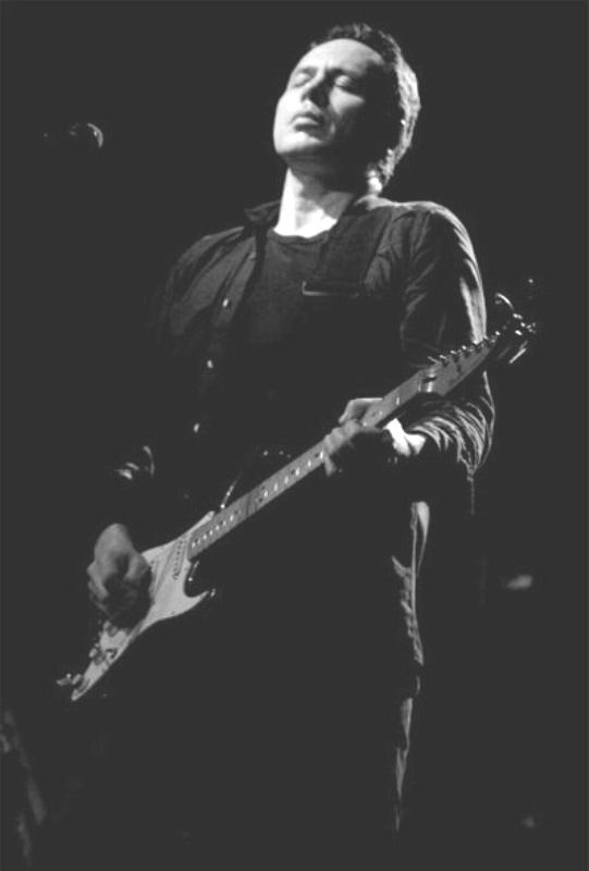 Shane fontayne the transcendental guitarist 300guitars shane solutioingenieria Images